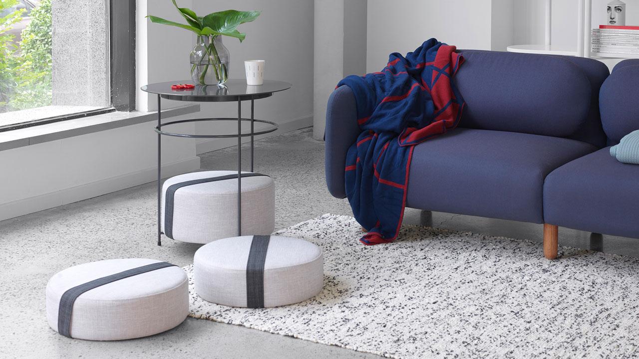 三个可自由抽取的坐垫,增加客厅落座空间,让围坐对谈变得自由无碍。