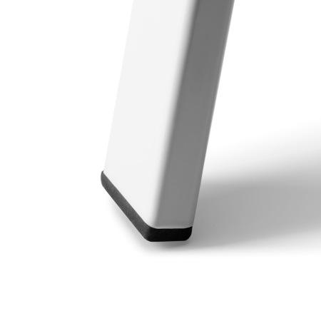 马蹄形防护脚垫,和椅腿紧密咬合,降低摩擦噪音,更好地保护地板表面