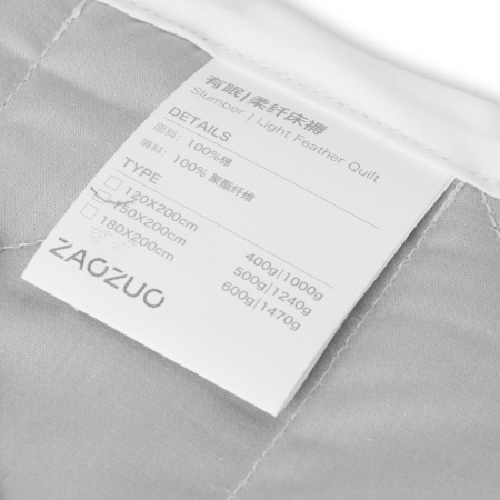 1.5cm白色棉线精准包边,每3cm按12~13针细密平缝,美观牢固