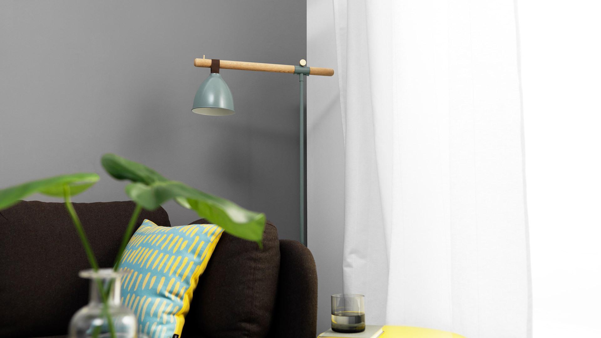 误差小于1mm的隐藏走线工艺,及要求力学平衡的仿铃铛灯罩悬挂方式,造就了朴实收敛的外形,百搭于任意客厅空间。