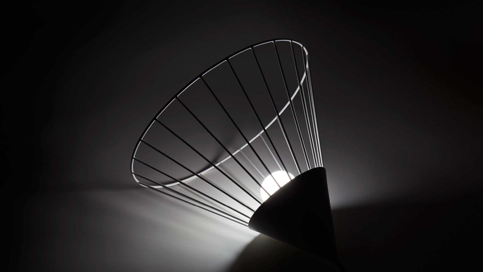 通透的A字形舞裙灯架,将光源柔软散开,不夺目,不轻慢,给静谧之夜的一道温柔倩影,静候每一个回家的人。?x-oss-process=image/format,jpg/interlace,1