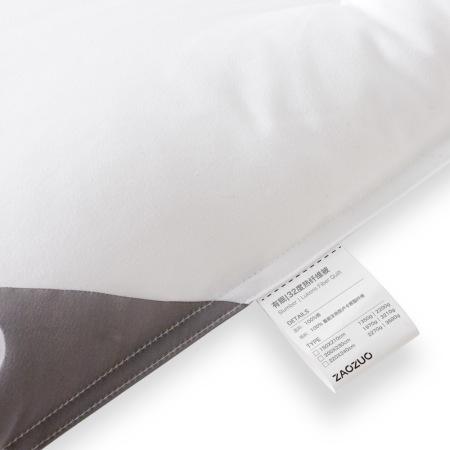 缝纫线和锁边线全部使用白色棉线,线迹均匀