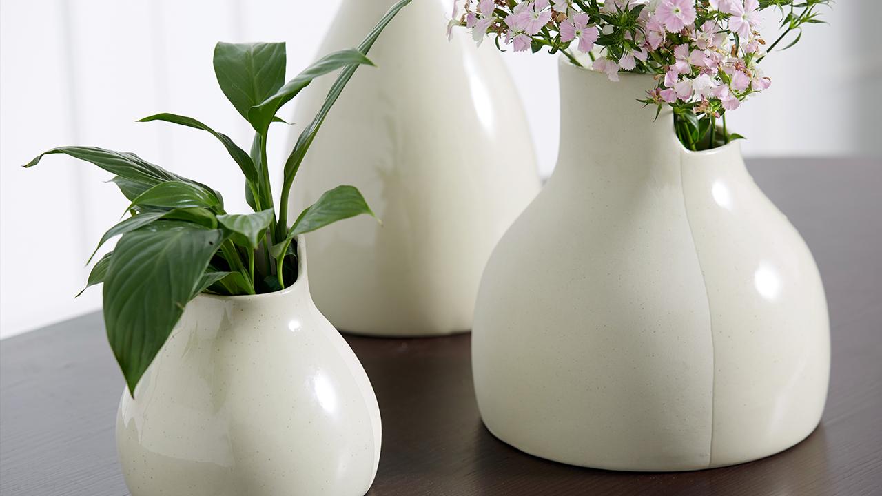 无论是水培植物还是花期长度不等的鲜绿,双生陶瓷花瓶,都会以淡然姿态,为绿植撑起斑斓生命。