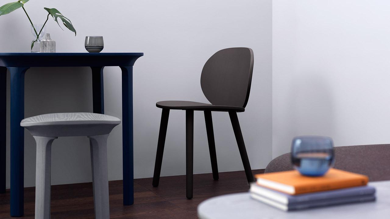 搭配Jonas Wagell同系设计的瓦檐方餐桌,圆润有趣的桌椅巧妙相衬,错落线条跳出层次视感,活泼点缀一角别致餐区。