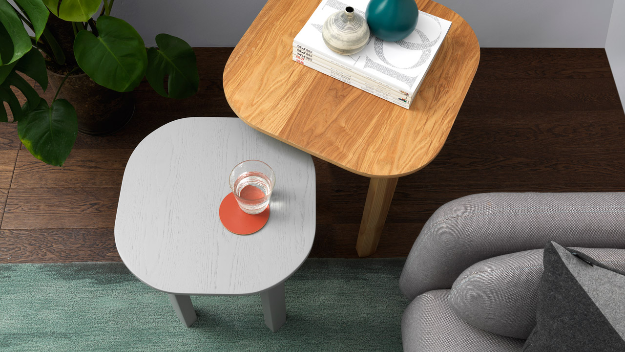 突破茶几为中心的环绕围合,让客厅空间更透气,不妨用边桌的高低落差营造立体叠错效果,置于沙发旁更方便随手置物,给你趣味盎然的陪伴。