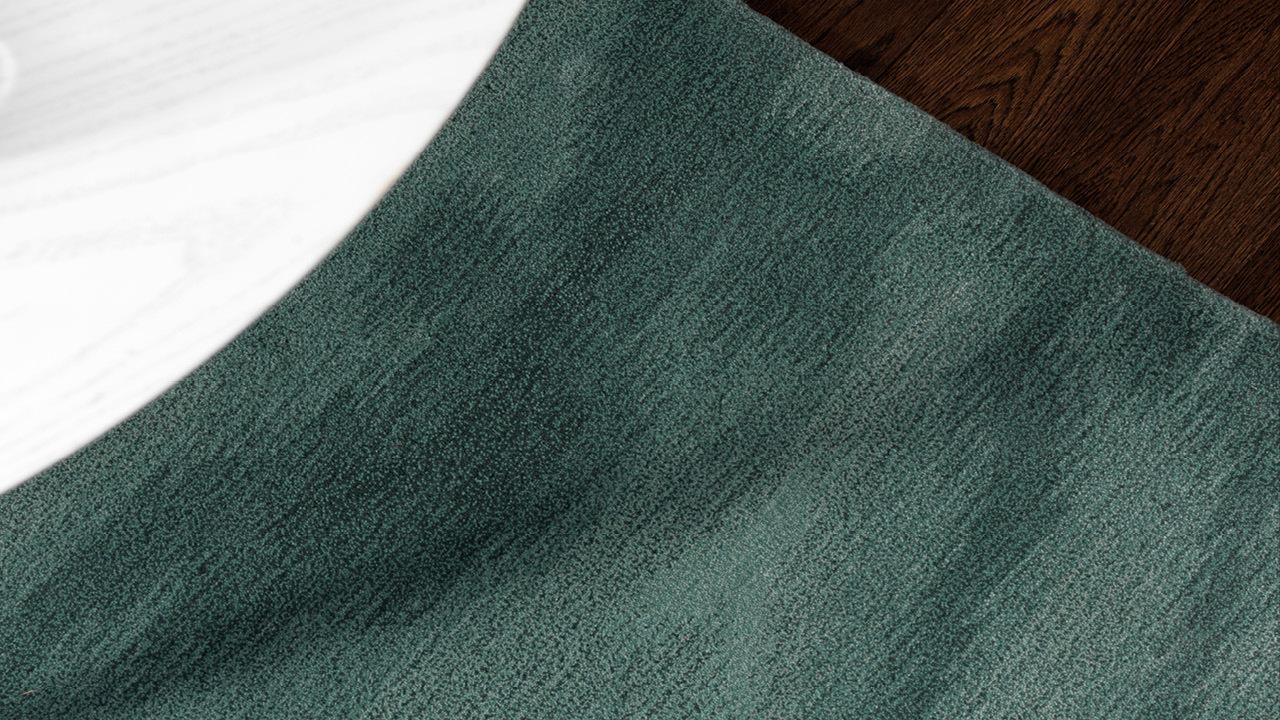 """抹绿与叠灰两个中性色,和不同材质的地板和家具均可协调相融。搭配客厅、书房、餐厅、卧室的简约现代家具,兼容任意色系,成为装饰空间的""""第五面墙""""。"""