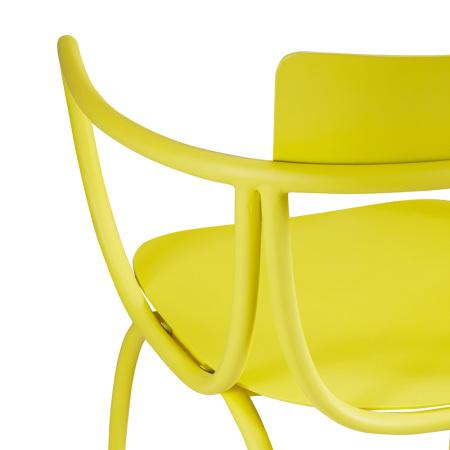 椅体由5段精密弧型金属管和2块曲面金属组成