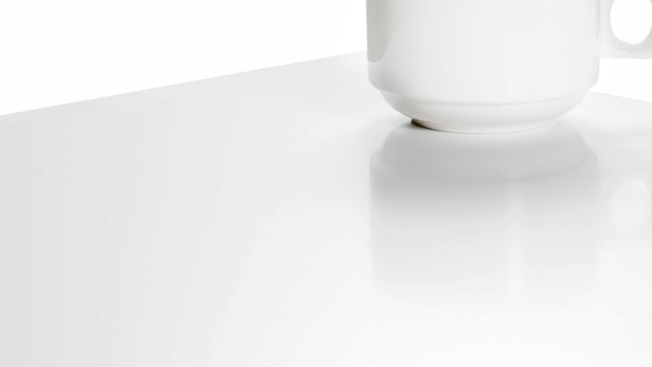 产品升级亮点一: 全面将原免漆板升级为改良PU漆版本, 让表面更显光鲜亮洁