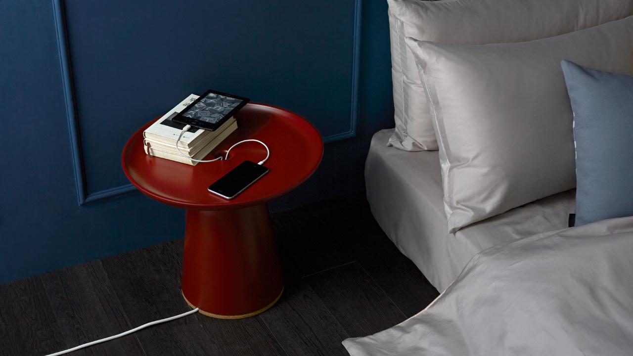 直径450mm的光洁圆形桌面,摆放置物与多样设备充电亦可同时而为,整洁有序的休闲生活就此开始。