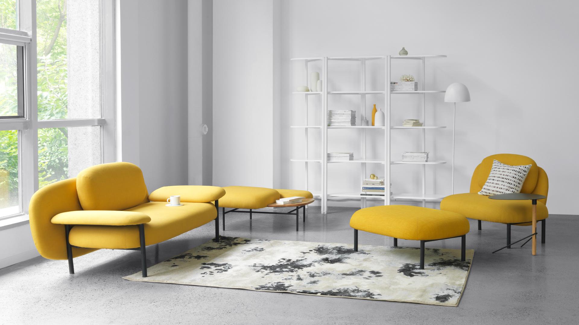 厚重家具不再是塞满大客厅的标配,轻体量、多组合的软糖沙发拼搭出错落层次,巧妙打造空间留白,空间半饱是一种乐趣,可以让你尽情地享受解构和重组的快感。?x-oss-process=image/format,jpg/interlace,1