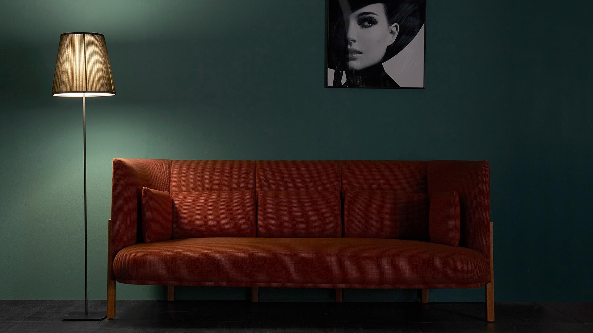 衬着迷蒙的光影,再用装饰画拉起格调,整个客厅氤氲复古又当代的气质。一人专享还是host派对,都是大写的优质品位。