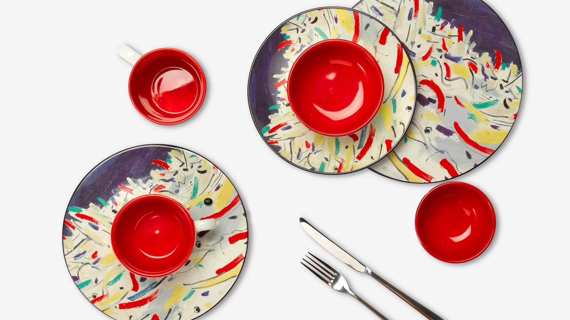 精致工艺融于杯盘之中,器物本身也是一件艺术作品。