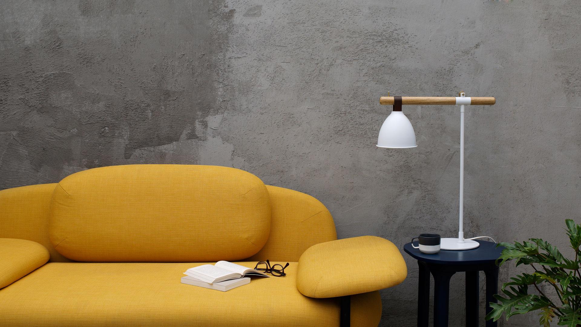 单纯平直的线条撑起全灯的身姿,白橡木、牛皮、黄铜、铁质,4种温润材质巧妙衔接,配合朴素廓形,将朴实自然的芬兰气息注入现代空间。?x-oss-process=image/format,jpg/interlace,1