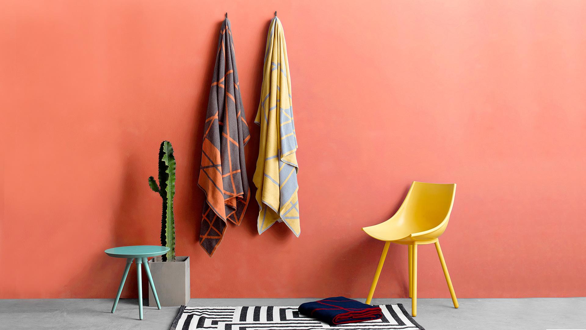 不单是一张盖毯,更是一件随手扔到沙发、床尾就能瞬间提亮整个黯淡空间的饰物。?x-oss-process=image/format,jpg/interlace,1