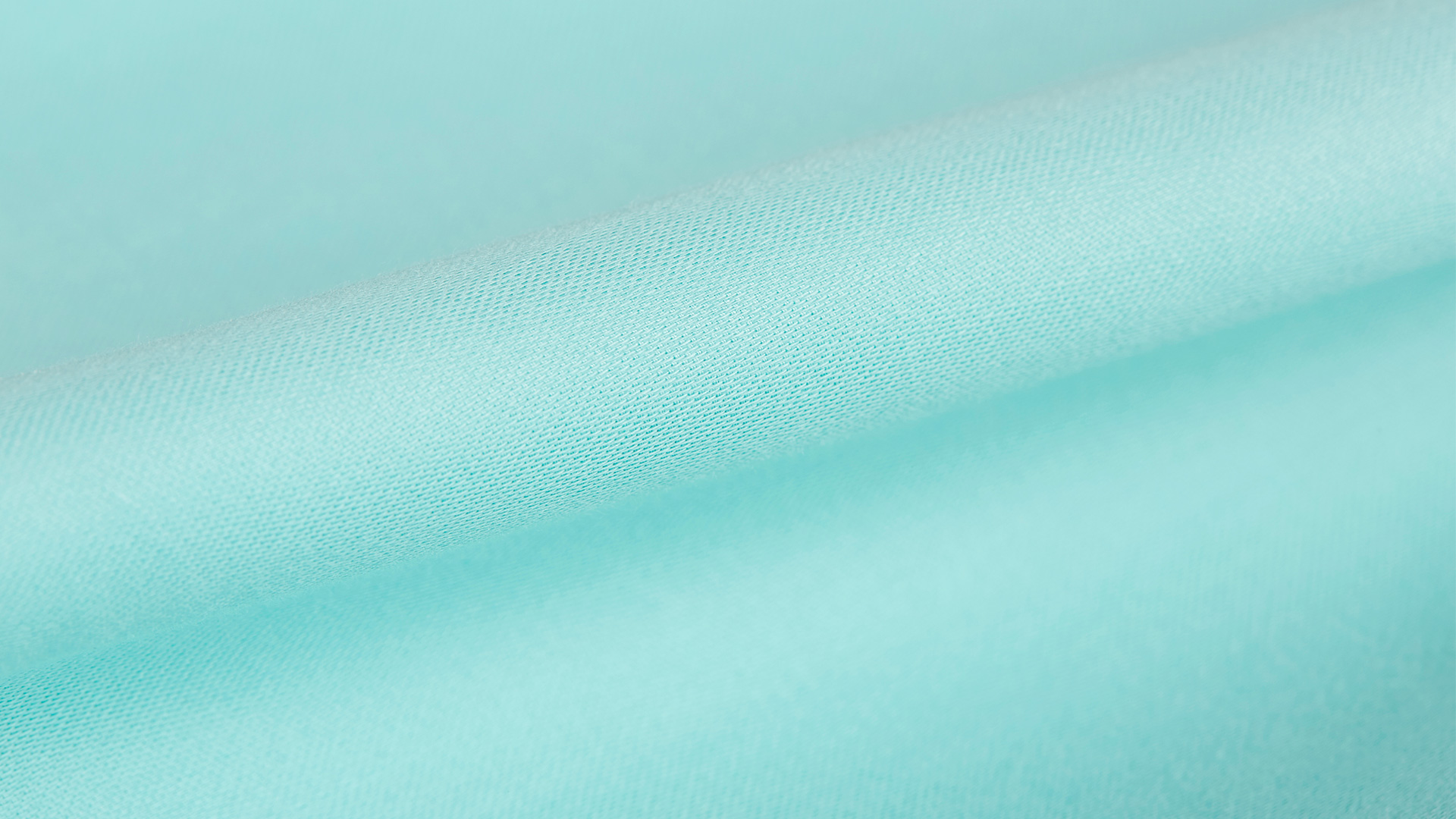纱线如何纺织,或许你从未在意这一点,或许是因为我们接触了太久那些并不舒适的普通面料,在床品的选择上,苛求一次吧,缎纹纺织的面料相比较平纹和斜纹,更加光滑有质感。