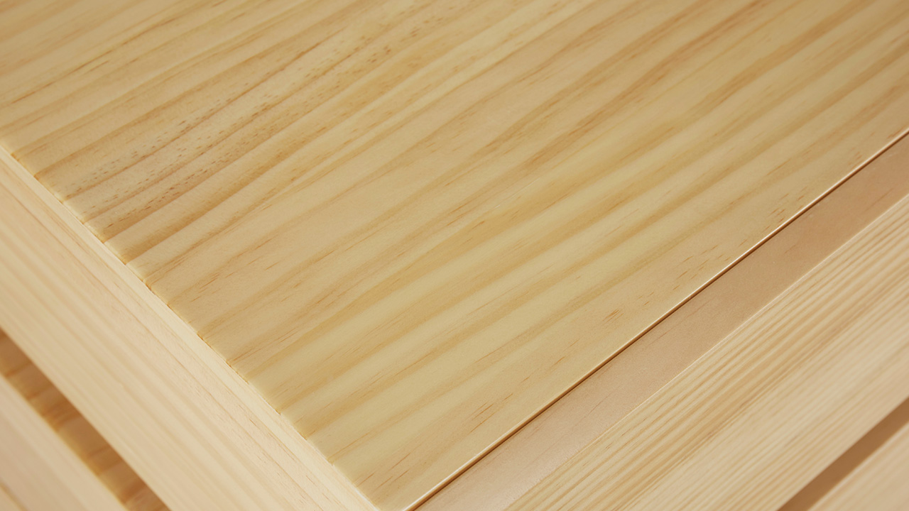 进口新西兰A级松木打造整身柜体,A级白蜡木打造导轨,从流畅清新的纹路中体味自然造物之美。