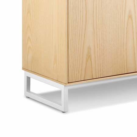 哑光漆面金属架腿,以空心方铁管呈现轻盈形态,底部调整脚设计,同时保证坚固稳定,细节处更显质感