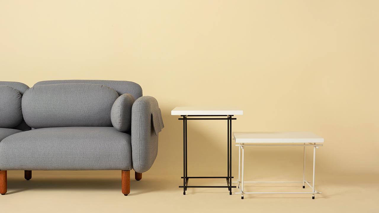 纤巧体积,通透的构线造型,点亮客厅围坐。搭配灵感不止限于空间中心,用作沙发边的边几也是巧妙的选择。?x-oss-process=image/format,jpg/interlace,1
