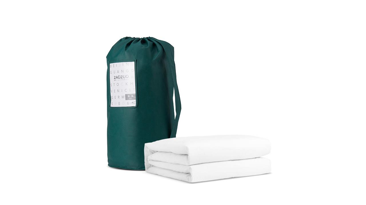 每一个出厂被芯都细致卷包放在PVC袋中压缩抽真空封存,外包装采用120g墨绿色无纺布圆筒袋及产品信息卡,从开箱一刻就为你带来完美质感。