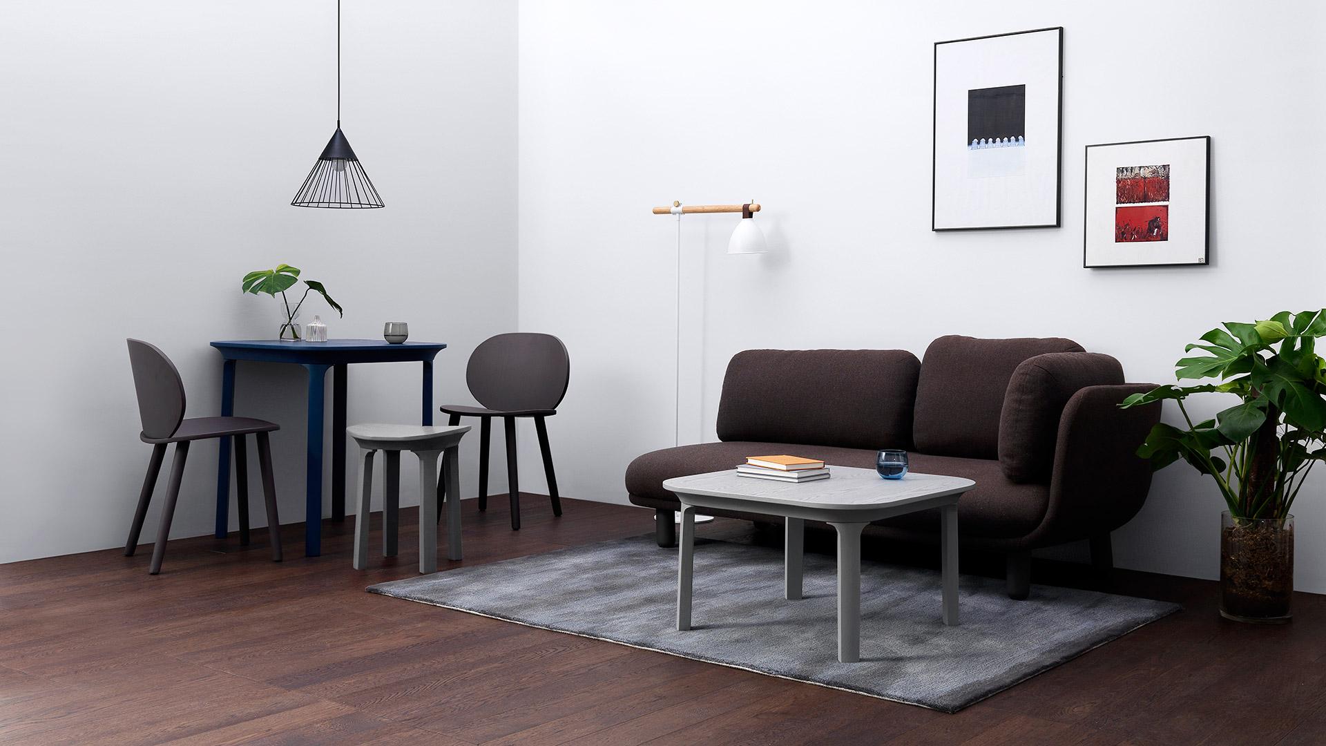云团沙发搭配瓦檐茶几奠定轻松的客厅氛围,对坐两把豌豆椅,一只瓦檐小凳,与瓦檐方餐桌合围一处个性鲜明的餐区,让简约而惊艳的设计铺满房间,成为你日常生活的一部分。?x-oss-process=image/format,jpg/interlace,1