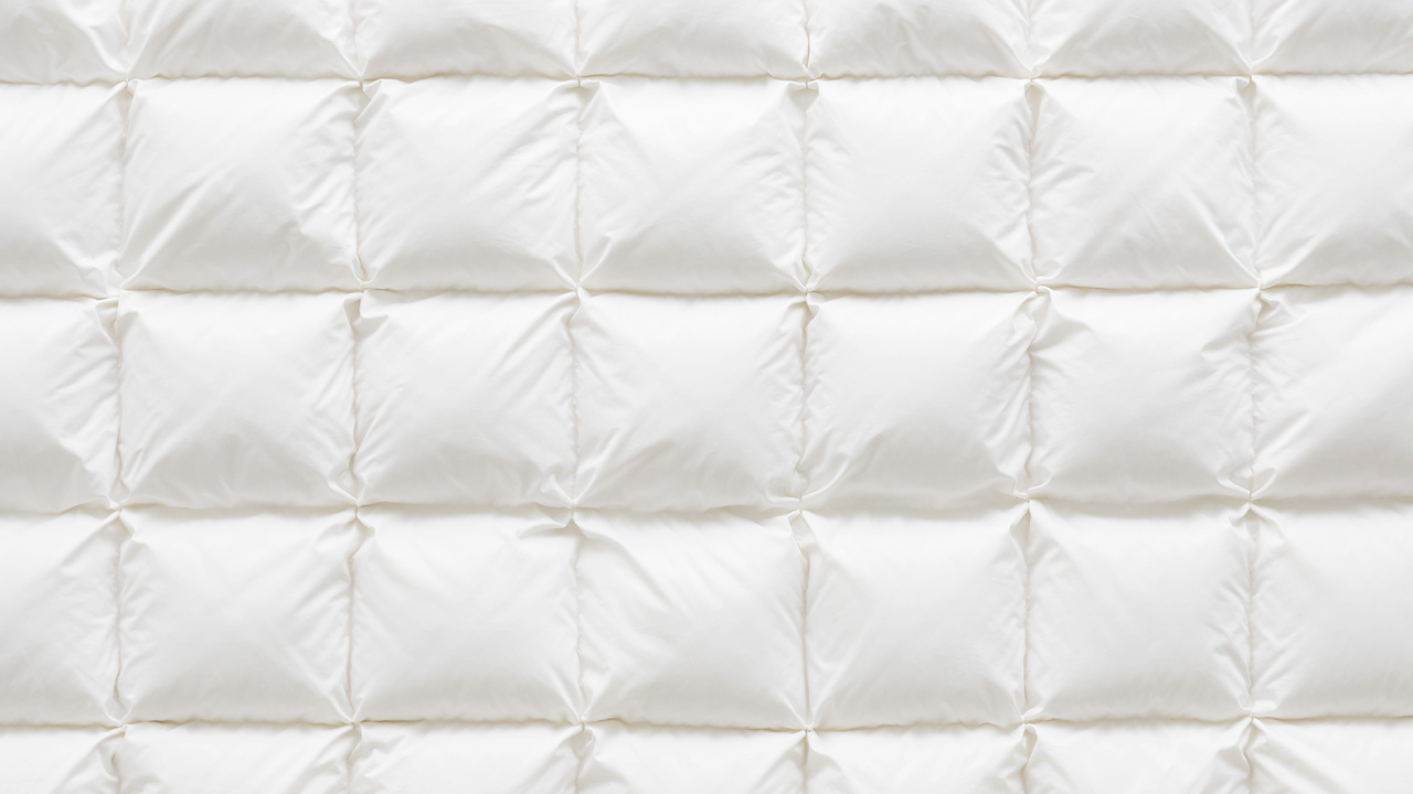 面料正面采用25cm×25cm的面包褶皱工艺,新型立体结构让填充内芯更加蓬松,如面包一般饱满紧密防脱绒。