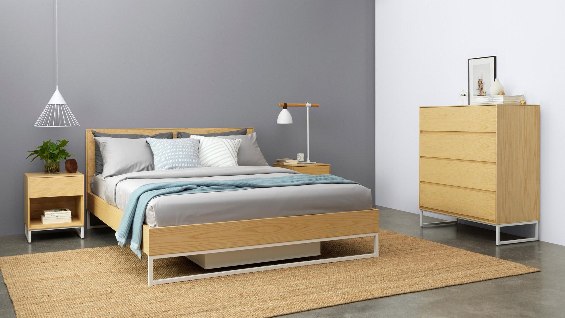 天然木色肌理沉稳大气,作为卧室边柜使用提升空间温感。15mm背板厚度,是市面普通产品的3倍,敦实不笨重的质感, 给私密空间更多安全感。