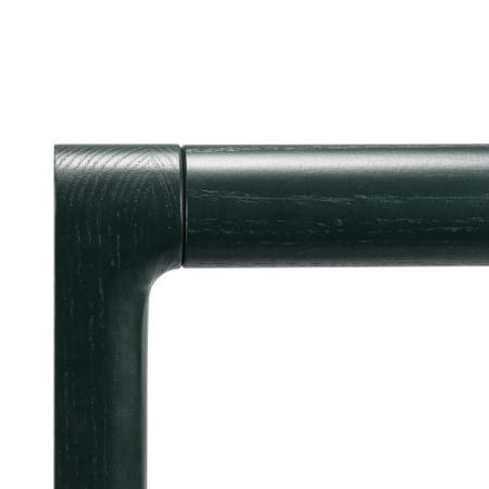 盘身和盘腿紧密连接,上下结合部做45°美纹缝隙,最微小的细节都不留瑕疵