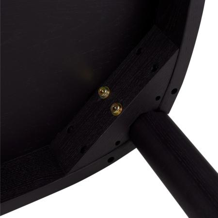 桌面与桌腿为嵌入式螺杆连接,辅以结构加固的三角连接木部件,紧密咬合保证桌体稳固不摇晃