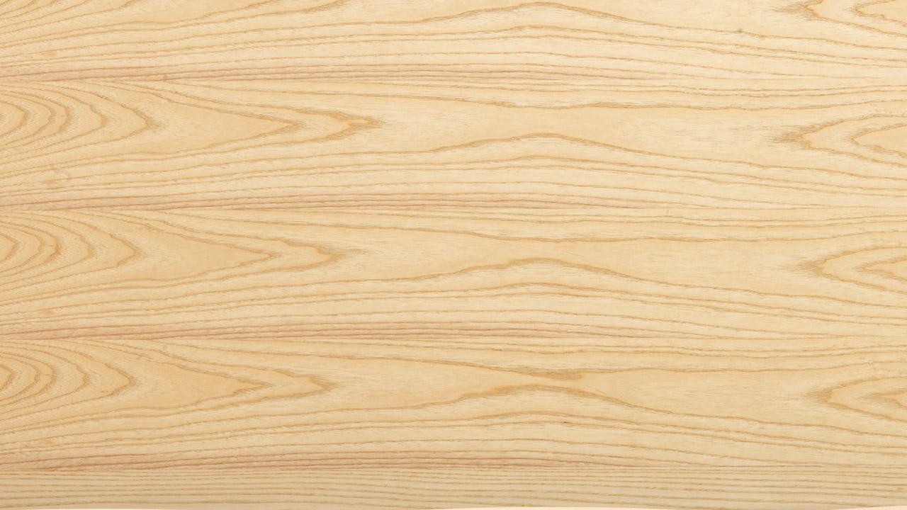 优选E1级环保MDF基材,内外均用北美进口白蜡木贴皮,拥有细腻清晰的实木肌理,凹凸的自然纹路触觉更为温润,360°呈现实木质感,同时比实木性能更加稳定,且不易开裂变形,超越全实木的使用体验。