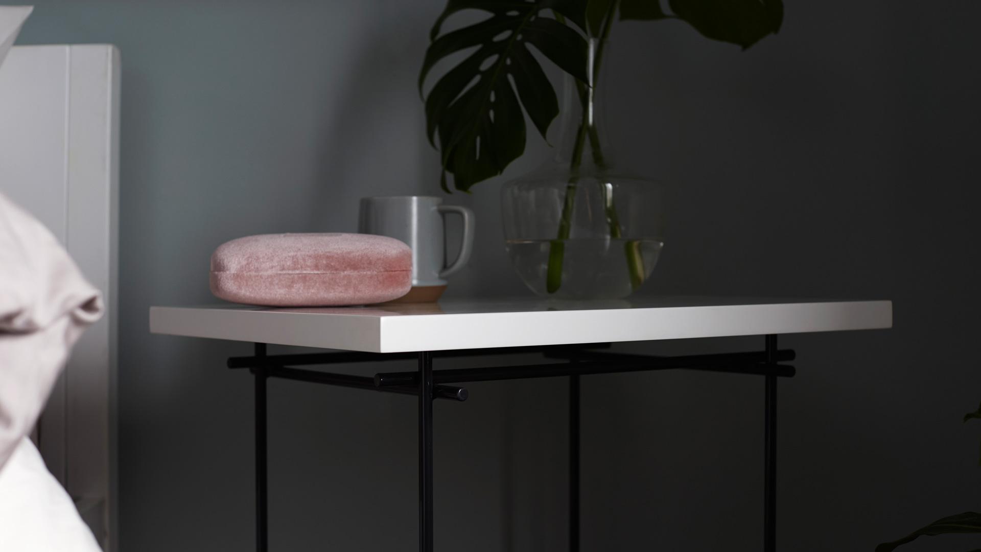 一个桌几三重变化,适应不同床高的轻灵小桌,让床体、衣柜累加厚重的卧室,吐气轻盈。?x-oss-process=image/format,jpg/interlace,1