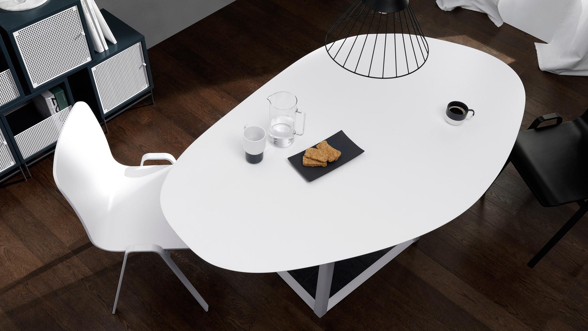看惯了四四方方棱角分明的桌子,随形桌的自然桌面曲线马上解救你的疲劳眼球!