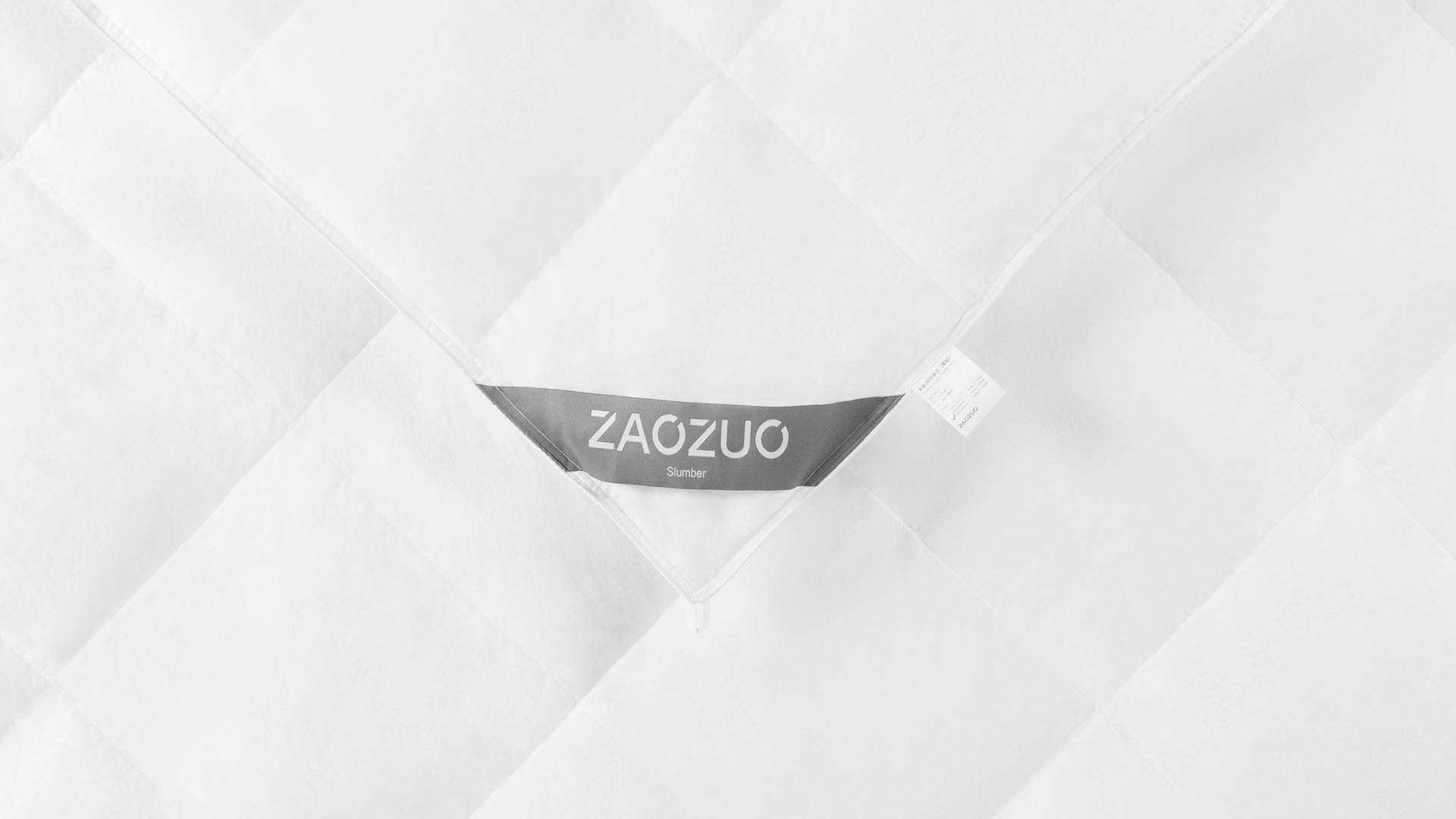 被芯表面采用内衣品级100%全棉面料,面料纱线以40纱支233根密度为标准,质感更细腻柔软,具有吸汗、保温、耐热、安全不刺激的特性,裸睡也零负担。所有方形格均采用25cm正方绗缝工艺,48~81个完整致密方格,保证填充物固定不脱絮的同时被芯薄厚均匀,藏在被罩里的第一层都要精准美观。?x-oss-process=image/format,jpg/interlace,1