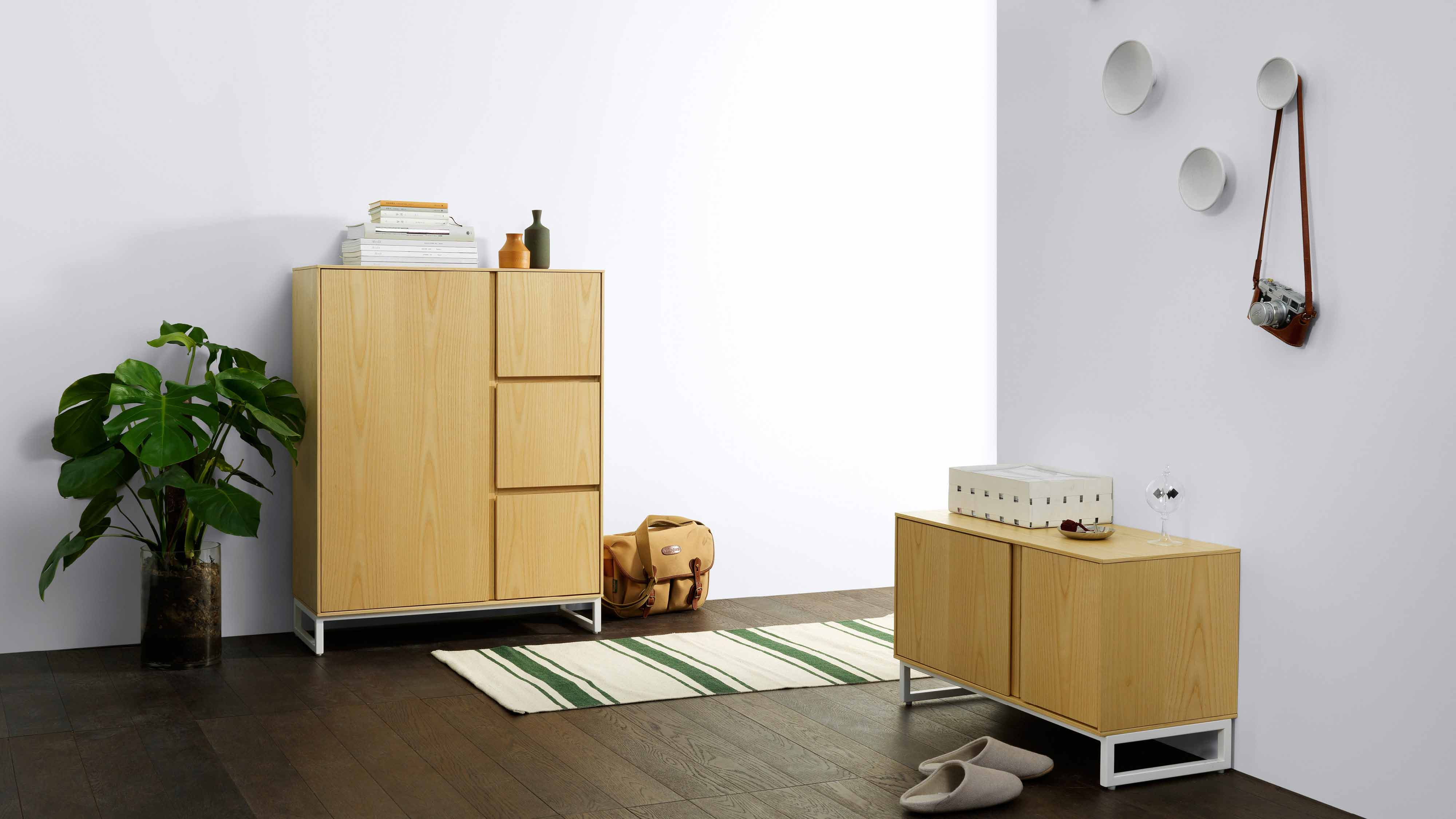与画板同系列鞋柜组合搭配更有层次,换了鞋,挂上包,随身小物的有序收纳,留给门厅一个内敛温感的暂停键。