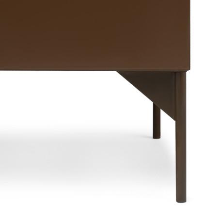 柜腿采用全哑光精致喷粉,颜色和柜体保持优雅一致