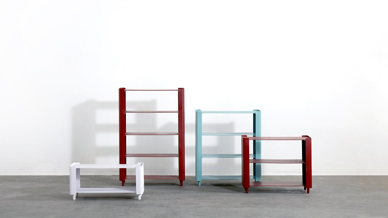 单层到四层的收纳选择,沙发一边一色是更有层次的搭配法。