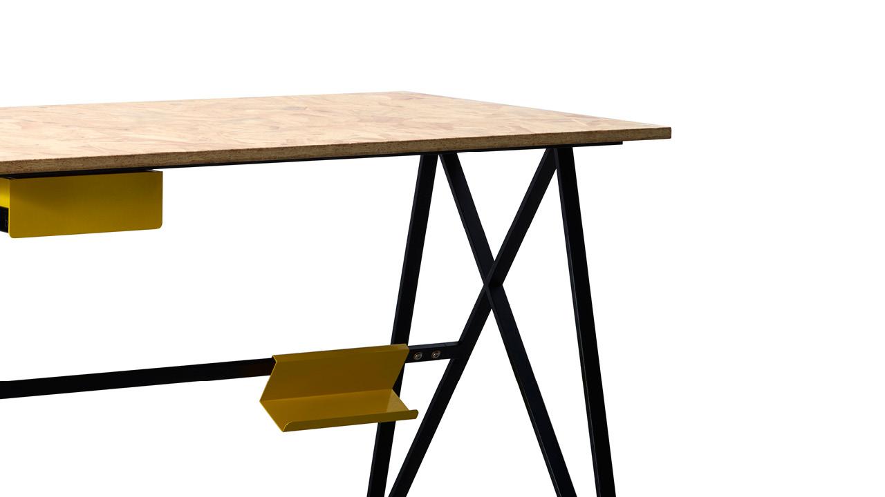 横撑、螺杆、自攻丝的巧妙组合,保证桌体的整体稳定性。108°桌腿内角度精准控制,带来平衡的视觉与精密的支撑力。