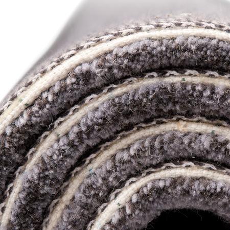 地毯背面的涤棉布手工背衬工艺, 采用60%棉与40%涤纶混纺,柔软耐磨,双层包边结实耐用
