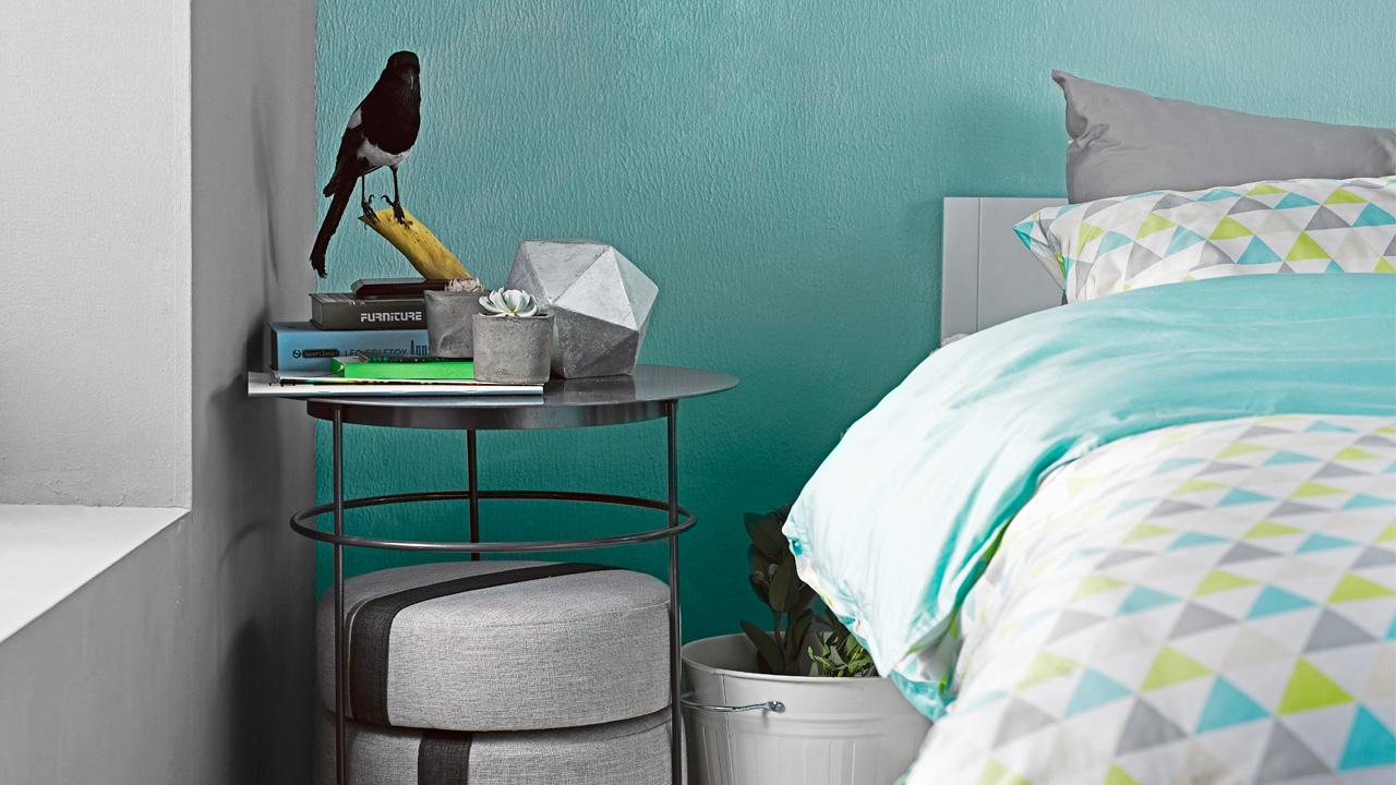 作为床头收纳边几,随手放上枕边书、台灯、闹钟吧……可抽取的坐垫,更在卧室里创造更多休闲娱乐可能性。