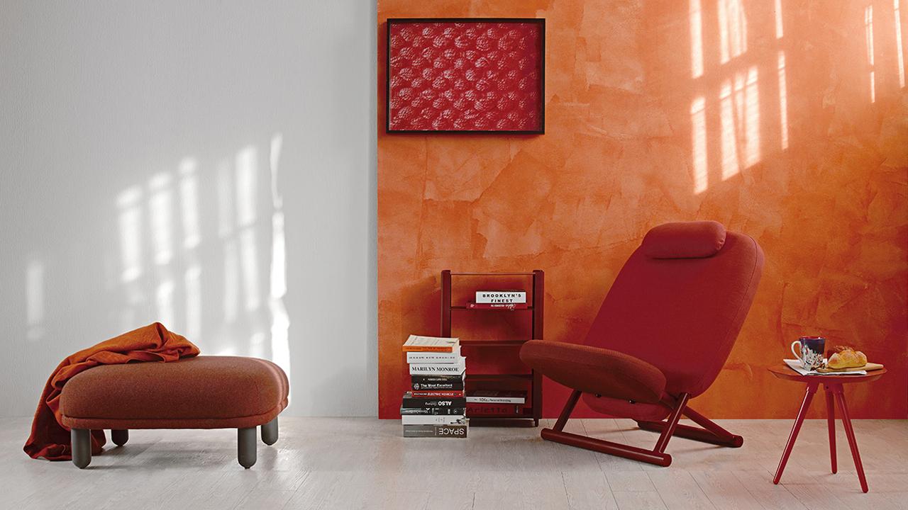 造作NCS色彩系统里的绛红、茜红、红棕让云团沙发、内阁边柜、西竹躺椅和画板小边几形成统一风格。