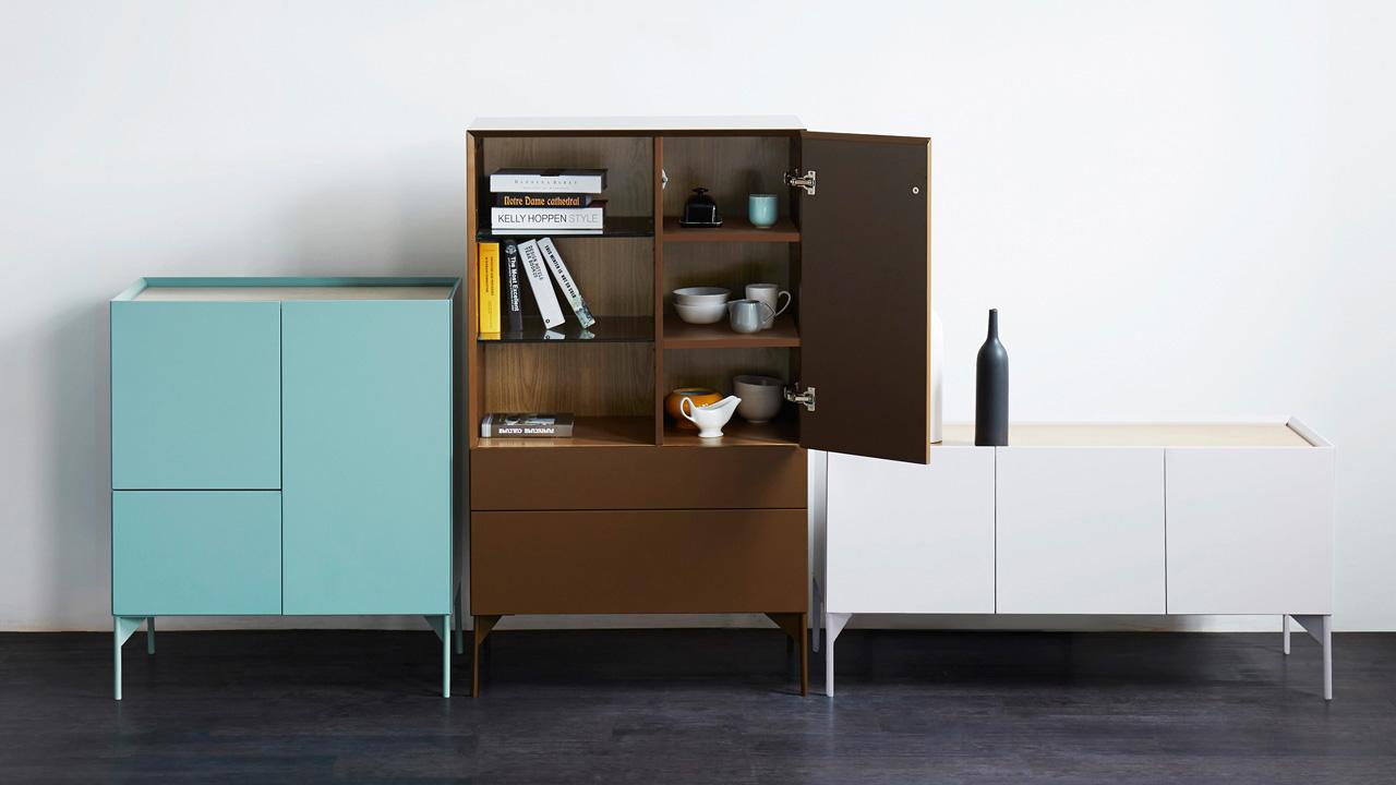 瓦格不同高度和不同款型,作为沙区区的背景补充,不仅带来客厅色彩的补充,更提供更多收纳空间。