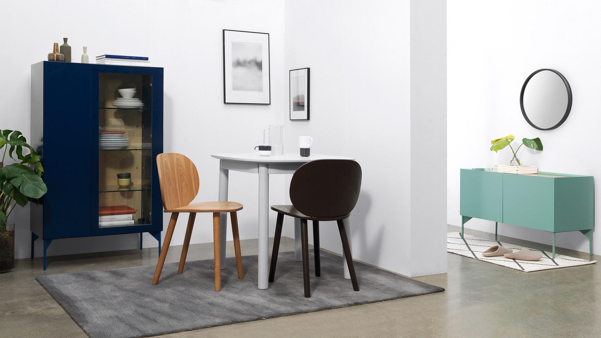 瓦格系列柜体的统一设计语言,让高矮不同形态的柜体协调统一于家中各处空间。NCS自然色彩系统的严格控制,找到不同色彩的微妙平衡。