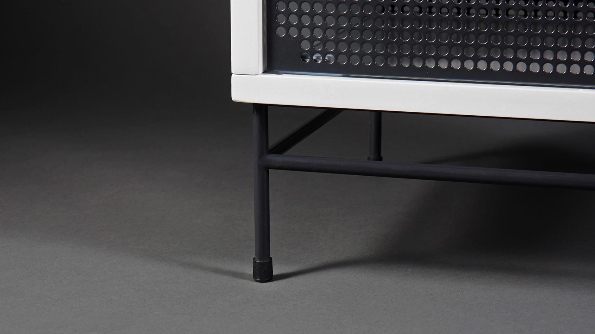 产品升级亮点二: 腿架底层加装软木护垫, 再也不怕为地板留下伤痕
