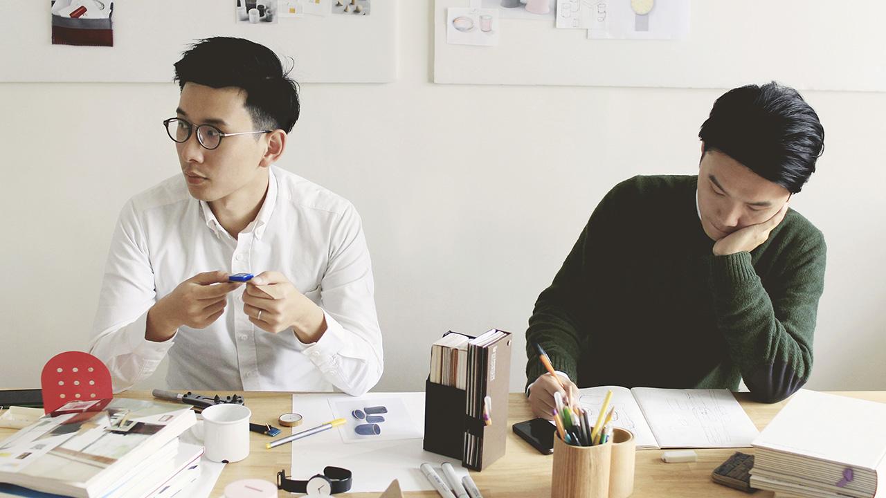 曾学习工作于欧洲、韩国及日本的台湾设计组合chiandchi,用多元成熟的设计语言首度为造作带来镜线餐具组,阐述他们心中的本即相通的世界美学。