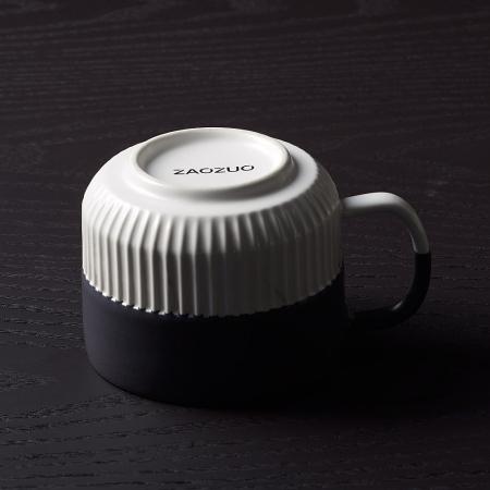 对撞色设计,手工精细浸釉,保证边缘自然过渡,杯底完美圈足工艺