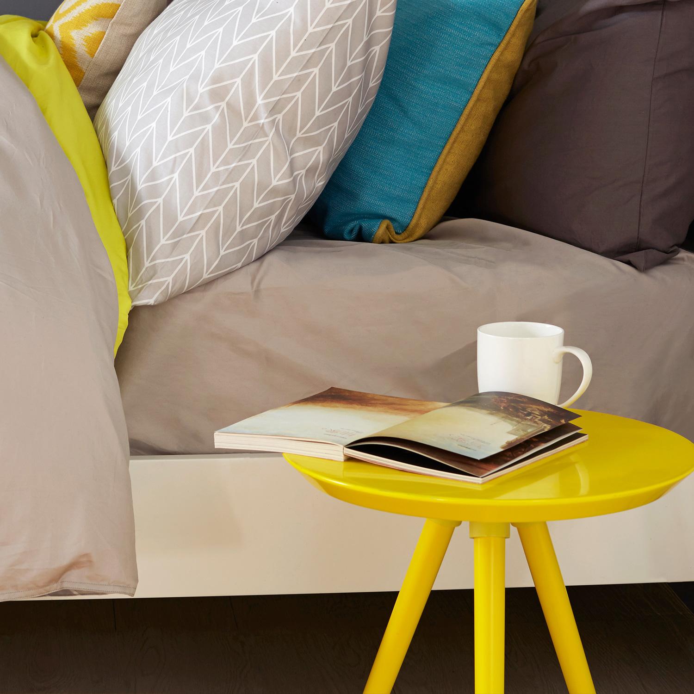 画板小彩几的柠檬黄还不够,我们用有眠床品撞色系列中的内面黄色与之呼应才是个更心机的做法,一个细节就让空间灵动起来。