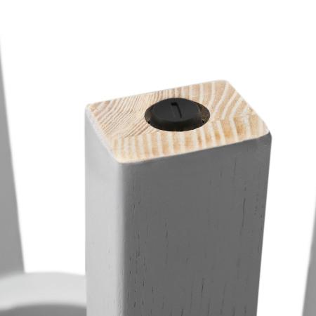 椅腿底部均配有可调节脚,遇到不平整的地面亦可平稳安坐