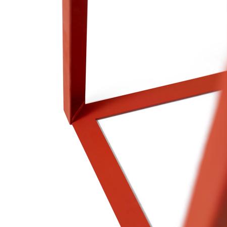 修长三角铁加固桌腿,留更多桌下空间