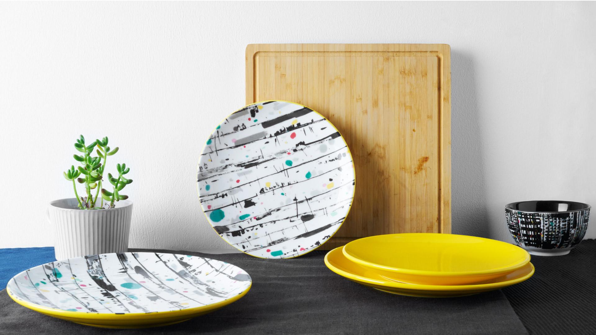 白桦林的秋色,在吴老的饱满笔触下淋漓展现,取柠黄色的单纯之美用于餐盘,瓷器韵味与纯粹色彩完美交融。?x-oss-process=image/format,jpg/interlace,1