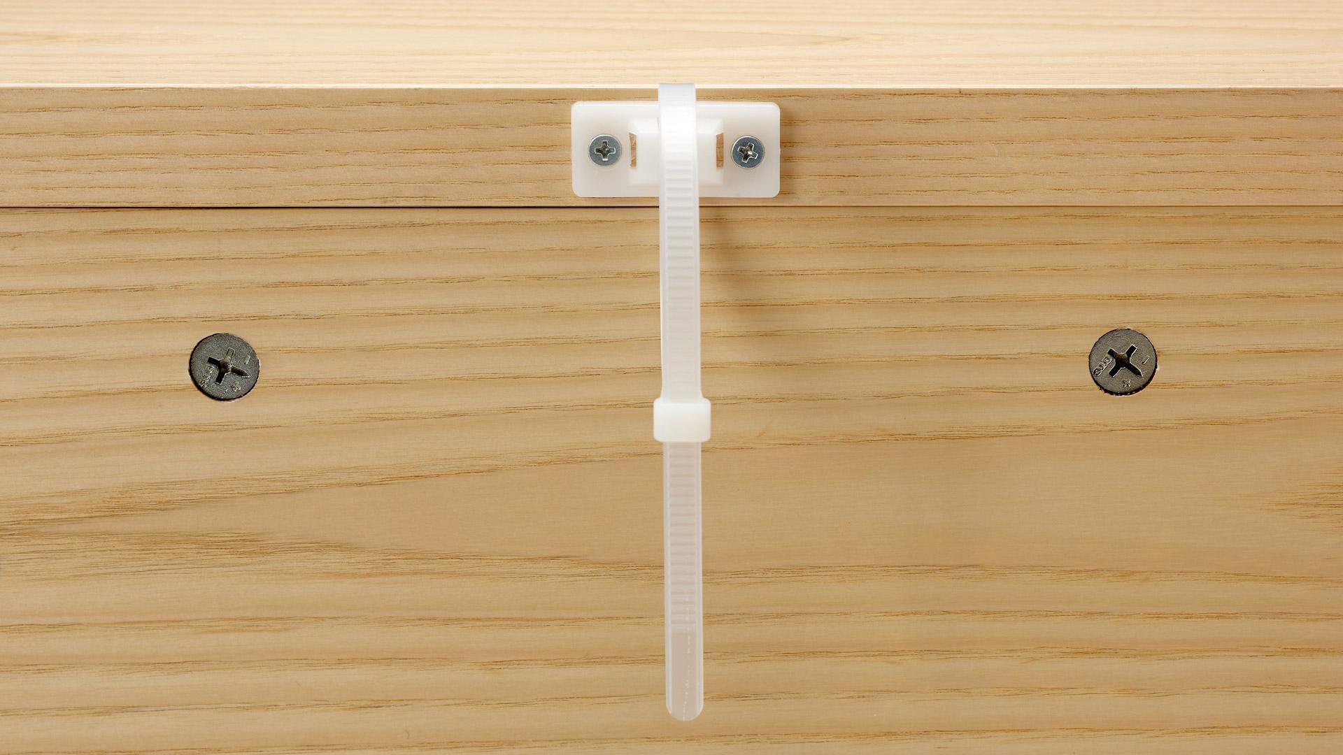 一柜附送两套防倒链,安装时将柜体固定于墙壁。于细微处暗暗守护,给家人稳固牢靠的安全感。