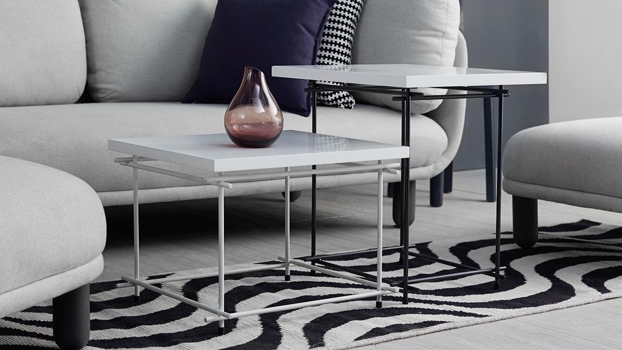 黑白色条纹毯和细腿线几,延续空间的层次灰调,透气的视野,让客厅更具现代感,邀请时髦的朋友来赞你吧。